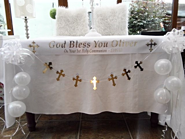 First communion table decoration white gold - Decoration table de communion ...